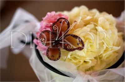 Kunstblumen Kugel mit Schmetterling