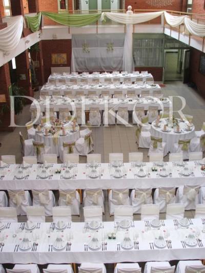 Verwaltung der Stadt Kiskunhalas, Ernennung von Ehrenbürgern, Tischschmuck aus Frischblumen mit Servietten