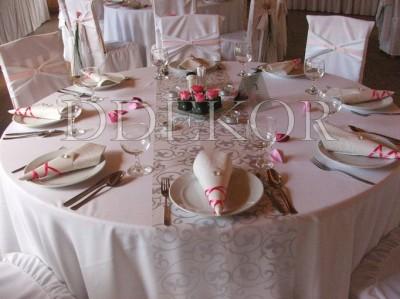 Dekoration von rundem Tisch