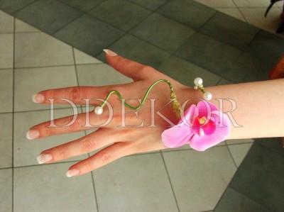 Handschmuck mit Orchidee