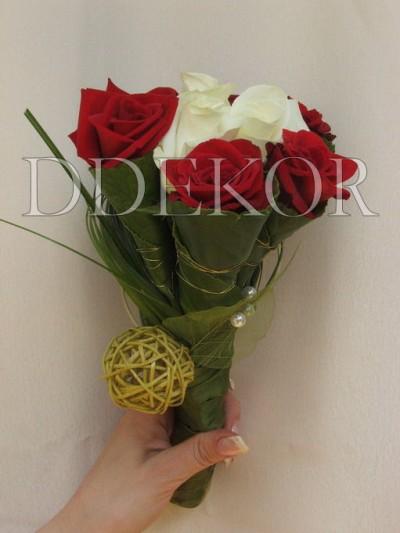 Brautjungferstrauß mit Rosen