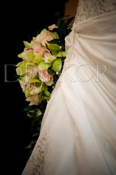 Rosafarbene Rose und Orchidee