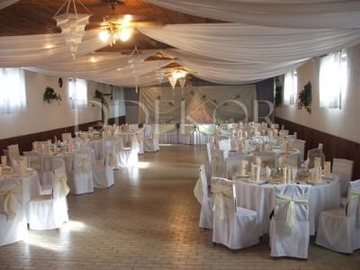 Hochzeitsfesttisch in Szabadka in Naturfarbe