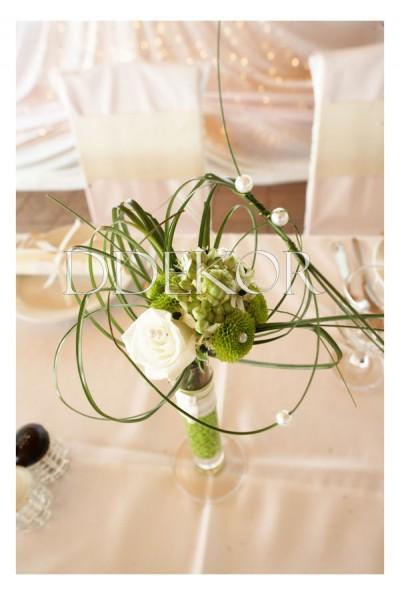 Tischschmuck mit Vase