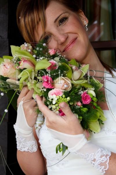 Länglicher Brautstrauß grün-pink, gemischt